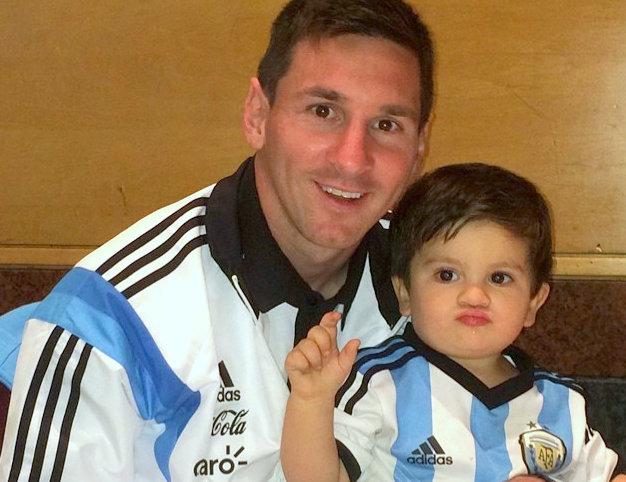 Messi y Thiago con la camiseta argentina